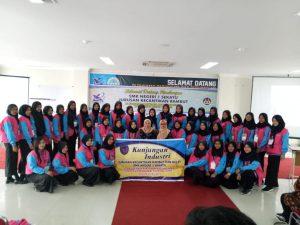 Jurusan Tata Rias dan Kecantikan Berikan Pelatihan Kepada Siswa SMK 1 Sekayu