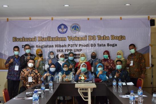 Workshop Pengembangan Kurikulum Vokasi D3 Tata Boga Bersama Industri